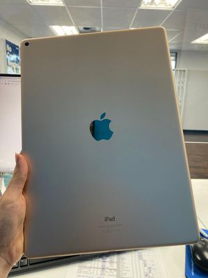128GB Apple iPad Pro 12.9 inches for Sale in Tacoma, WA