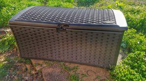 Suncast 73 gal Outdoor Bin for Sale in Magnolia, TX