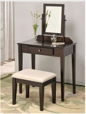 Vanity Set with Mirror for Sale in Galloway, OH