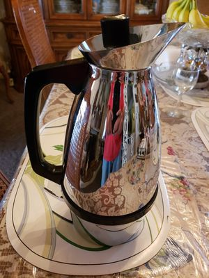 Two Quarts Hot/Cold Beverage Pitcher for Sale in Whittier, CA