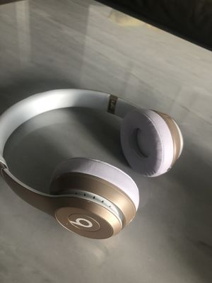 Beats wireless headphones for Sale in Miami Beach, FL
