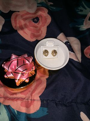 10k Gold Diamond Earring for Sale in Las Vegas, NV