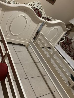 Two twin bed frame no mattress for Sale in Miami, FL