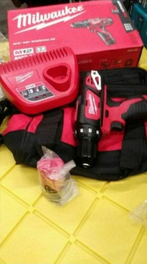 MILWAUKEE M12 DRILL DRIVER 3/8 KIT for Sale in San Bernardino, CA