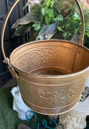 Small bucket. for Sale in Fresno, CA