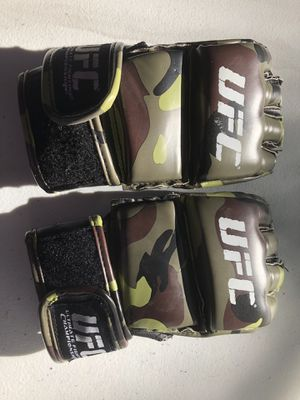 UFC Trainung MMA training gloves for Sale in Dallas, TX