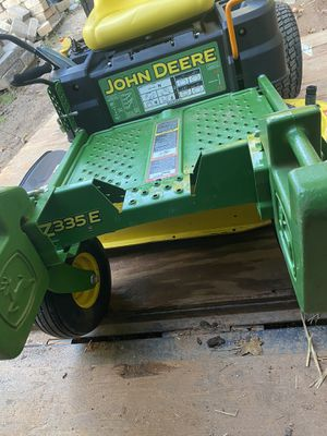John Deere Lawn mower with bag Z335E with only 35 hours in very good condition for Sale in Taylors, SC