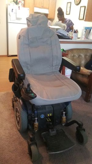 Jazzy 614 HD MOTOR CHAIR 5000 chair for 500 GREAT DEAL!!AVAILABLE DECEMBER 21ST or after that date batteries are only 2 months old for Sale in Pittsburgh, PA