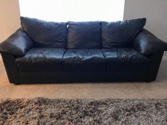 Black leather sofa for Sale in Hilliard,  OH