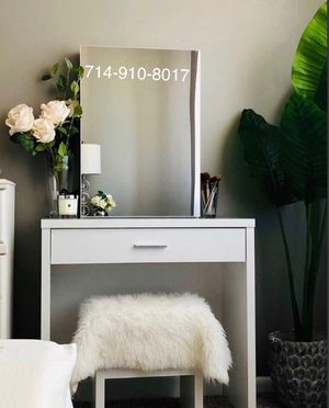 White vanity + Stool + Mirror for Sale in Anaheim, CA