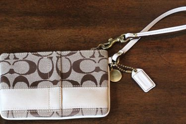Coach Clutch Wallet for Sale in Snoqualmie Pass,  WA