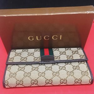 Authentic Gucci wallet with crossbody chain for Sale in Atlanta, GA