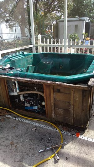 8 person hot tub for Sale in Port Richey, FL