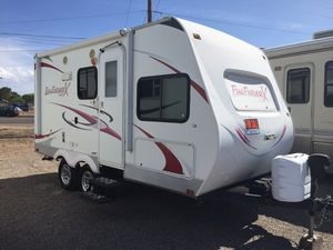 2012 fun finder X 17 1/2 foot with slide out for Sale in Peoria, AZ