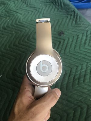 Beats Solo Rose Gold Wireless Headphones for Sale in Hialeah, FL