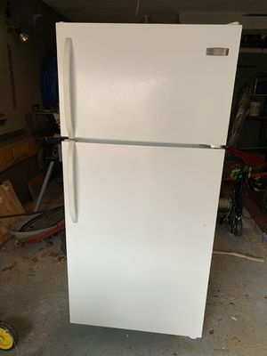 2 frigidaire refrigerator/freezer for Sale in Pittsburgh, PA