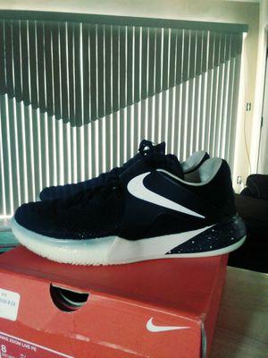 Nike basketball shoe size 8 for Sale in Detroit, MI