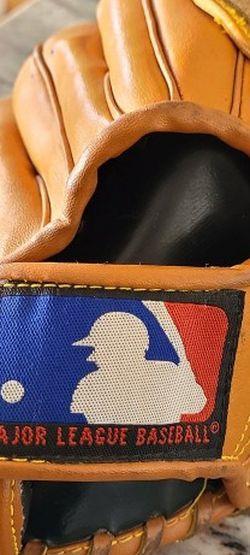 Wilson MBL Baseball Glove T Ball Model Peo Pleat for Sale in Las Vegas,  NV