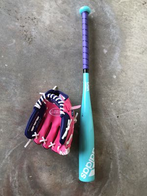 T Ball girls softball Gove and Bat for Sale in Rancho Cucamonga, CA