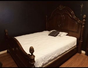 King bed frame for Sale in San Diego, CA