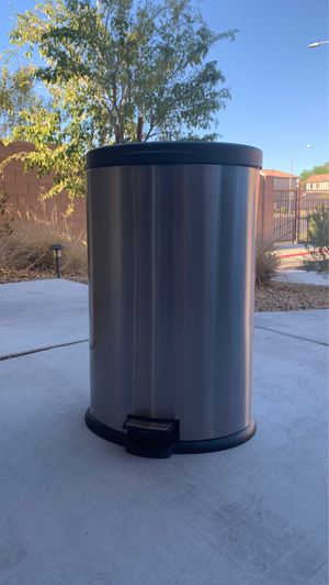 Silver and black kitchen trash can for Sale in Las Vegas, NV