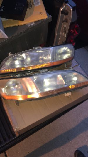 98-2002 Honda Accord headlight. Good conditions for Sale in Tampa, FL