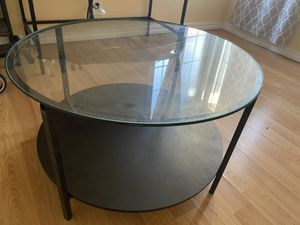 Round coffee table for Sale in Richmond, CA