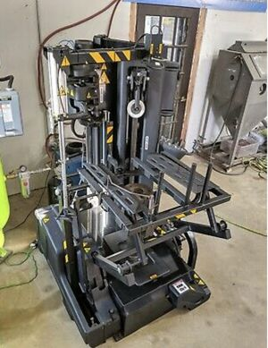 Snap-On QUADRIGA 1000 automatic tire machine ATC 1000 for Sale in Weston, FL