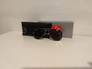 New Ray-Ban Aviator Classic Polarized Sunglasses for Sale in Hicksville, NY