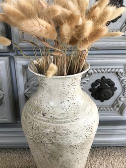 FARMHOUSE VASE WITH DRY GRASS 🌾 for Sale in Bakersfield,  CA