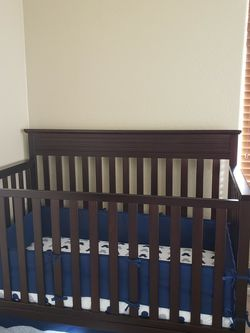 Fisher Price 4-in-1 Baby Crib for Sale in Maricopa,  AZ