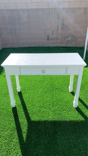 Vanity Table/Desk for Sale in Hawaiian Gardens, CA