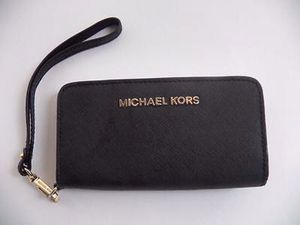 Authentic Michael Kors wristlet for Sale in Alexandria, VA