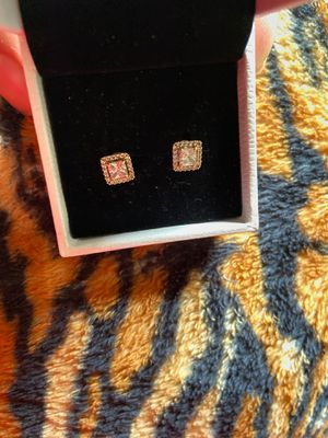 14k diamond earrings for Sale in Fresno, CA