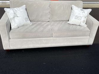 WEST ELM Couch In Wonderful Condition !! for Sale in Vancouver,  WA