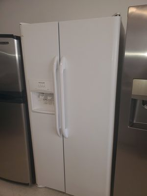 🔥🔥 frigidaire side by side refrigerator 33 inches wide in excellent condition 90 days warranty 🔥🔥 for Sale in Mount Rainier, MD