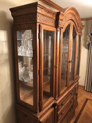 China cabinet hutch Dining room for Sale in Palos Heights, IL