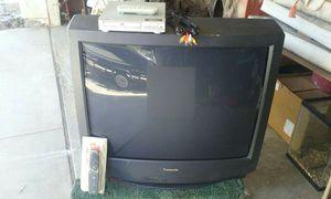 "For sale 36"" Panasonic TV. And 20 gal fish aquarium for Sale in Moreno Valley, CA"