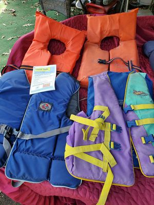 4 life jackets & 1 sleeping bag for Sale in Conroe, TX
