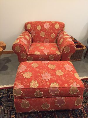 Oversized Arm Chair and Ottoman for Sale in Leavenworth, WA
