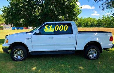 🟢💲1,OOO I'm selling URGENTLY this Beautiful💚2OO2 Ford F15O nice Family truck XLT Everything is working great! Runs great and fun to drive💪🟢 for Sale in Denver,  CO