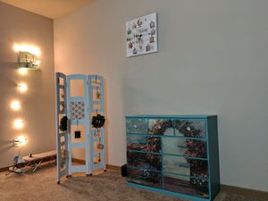 Console table/Dressing table for Sale in Heathrow, FL