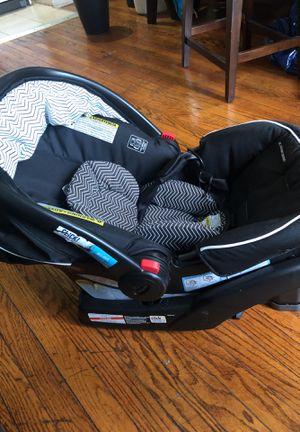 Graco car seat for Sale in Bogota, NJ
