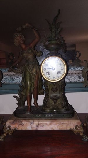 French Patina Antique Clock, circa 1865. Great condition for Sale in Mount Juliet, TN