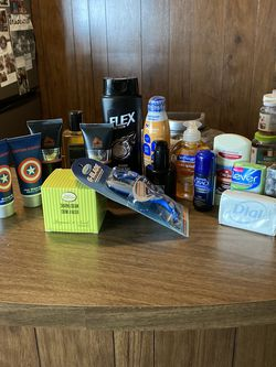 Men's Toiletry Bundle (16 Items) for Sale in Claremont,  CA