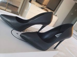 BLACK STEVE MADDEN SHOES SIZE 5 for Sale in Los Angeles, CA