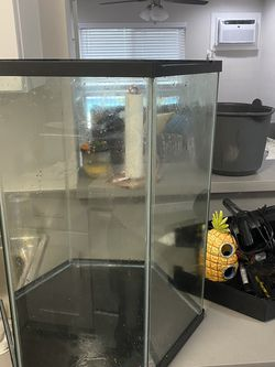 Fish Tank 20 Gallons for Sale in Whittier,  CA