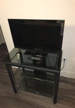 32 inch Hisense LED TV with Tv Stand for Sale in Houston, TX