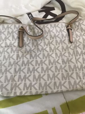 Nice and cute MK purse for Sale in Henderson, NV