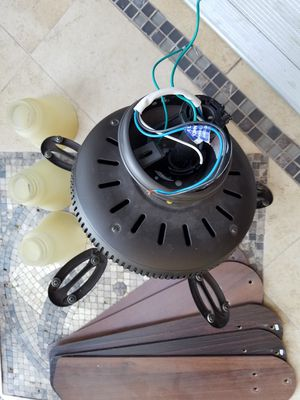 FULLY FUNCTIONAL 5 Petals Ceiling Flush Circular Fan + 3 Lights Lamp + Shades INCLUDED for Sale in Monterey Park, CA